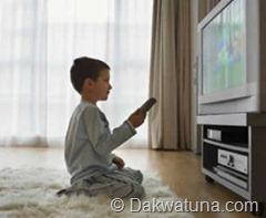anak-laki-nonton-televisi-250x205